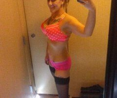 Janesville female escort - Roll the dice with me & watch you WIN!!!!