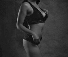 New York City female escort - Slim in the waist cute in the face