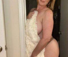 Charleston female escort - MARRIED MOM SEEKING FOR SEMI-REGULAR FRIENDSHIP AND ADULT FUCK