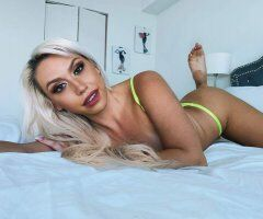 Boca Raton female escort - Luxury Curvy Blonde Bombshell