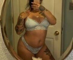 Juicy booty latina 💦 - Image 1