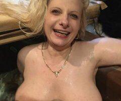 Richmond female escort - Swarm In Warm!!! Love, Lynn