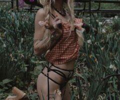 Manhattan female escort - ask about weekend specials