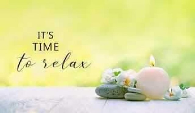 Relax with a massage today 🍹☀️🌴 Open today until 11pm - 2