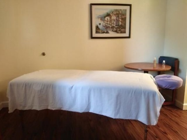 .AFTERNOON SPECIALS TODAY..RETIRED MASSAGE THERAPIST . half hour or THE Hour w/ Massagw NEW TEMP # - 2