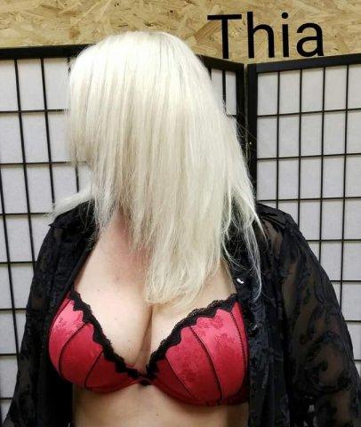Sexy Thia is.giving body rubs - 1