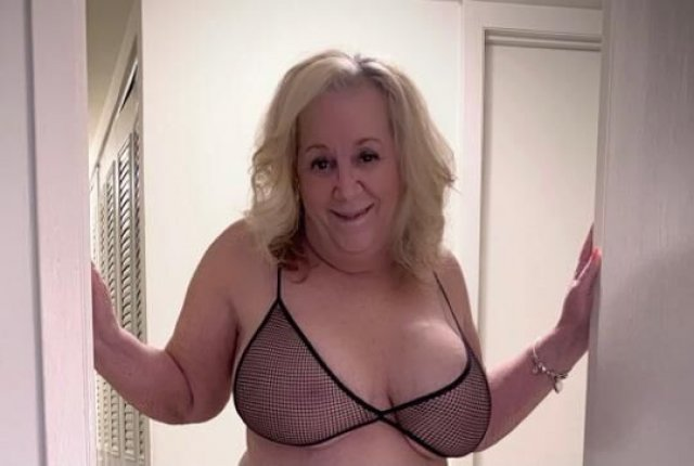 Amy - Debbie 2 Mature Busty Pumas Hosting and available Monday September 13th. Need to be Verified first ❤ - 1