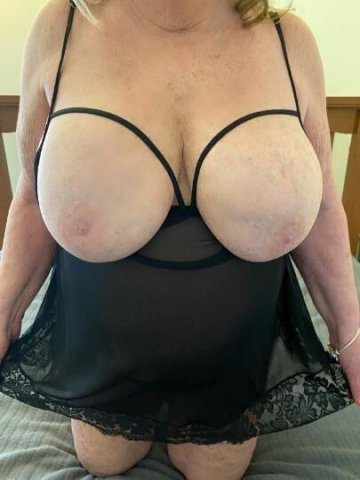 Amy - Debbie 2 Mature Busty Pumas Hosting and available Monday September 13th. Need to be Verified first ❤ - 2