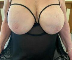 Amy - Debbie 2 Mature Busty Pumas Hosting and available Monday September 13th. Need to be Verified first ❤ - Image 2