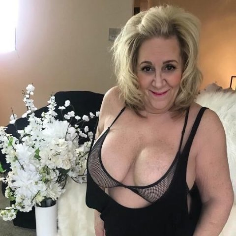 Amy - Debbie 2 Mature Busty Pumas Hosting and available Monday September 13th. Need to be Verified first ❤ - 3