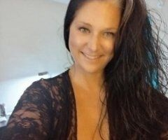 Orlando female escort - green-eyed sexy lady looking to have fun