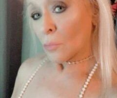 Chicago female escort - SEXY COUGAR/MILF AT YOUR SERVICE!!
