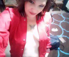Medford female escort - A good girl never kisses and tels , Abad girl tells u to kiss it